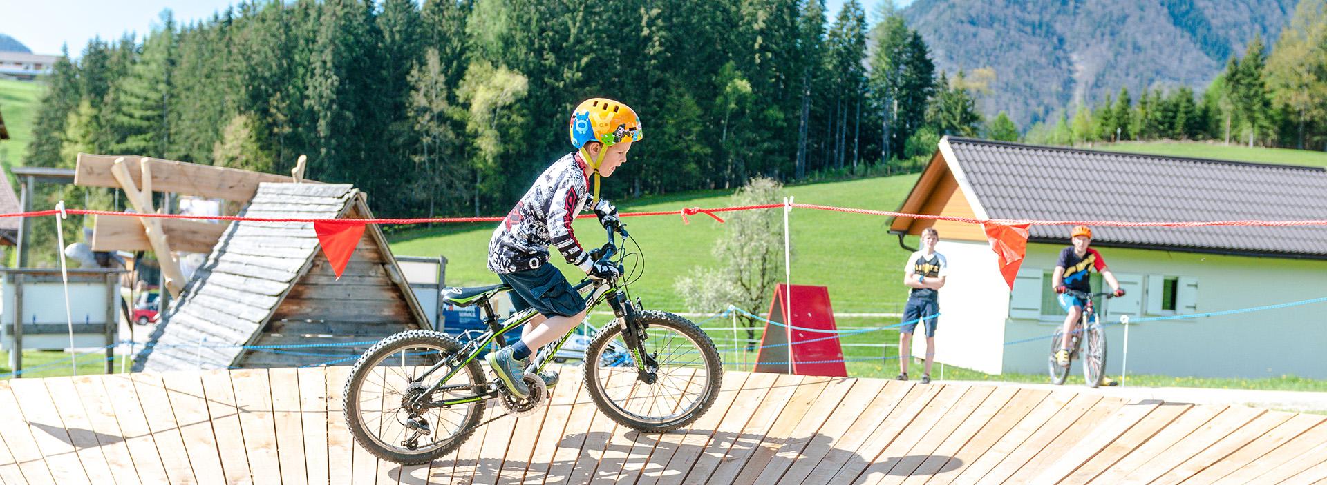 Kind im Bikepark Königsberg