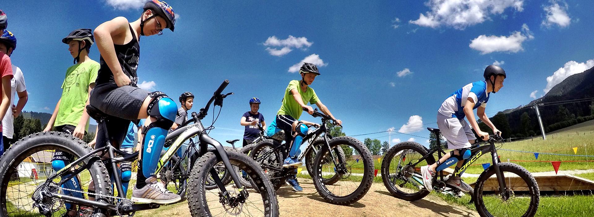 Jugendgruppe im Bikepark Königsberg