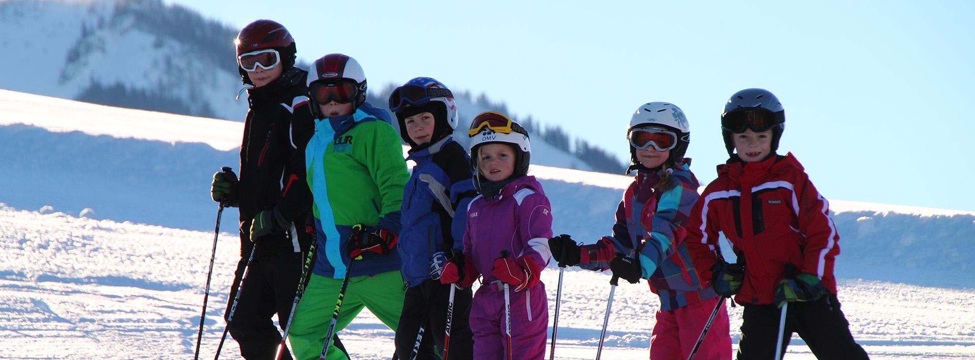 Kinder beim Skifahren am Königsberg